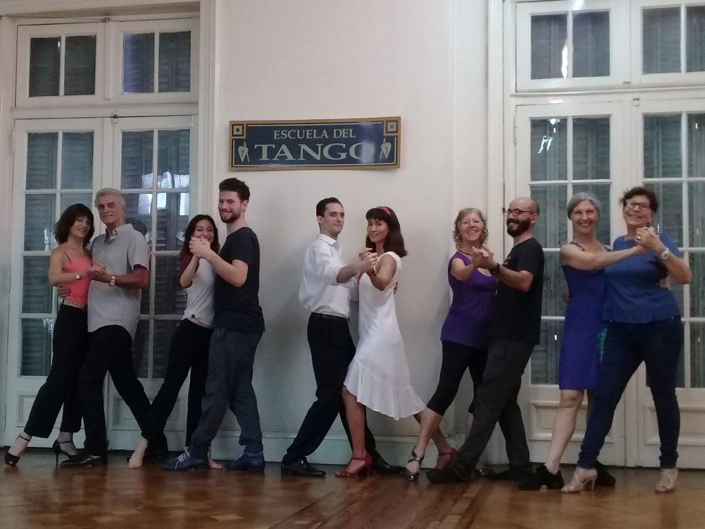 """<img src = """"curso de tango promo 2x1"""" />"""